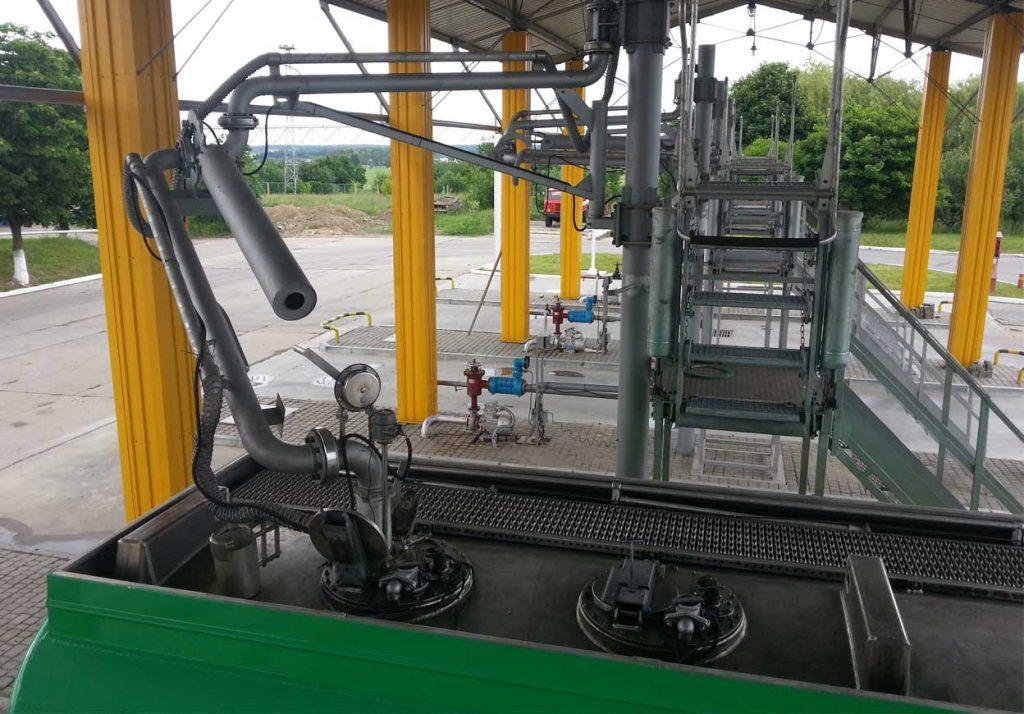 Доставка оборудования для автоцистерн, бункеровки и слив-налива из Италии под ключ